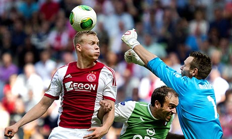 Kolbeinn Sigthorsson anotó los dos goles del Ajax ante el Feyenoord.