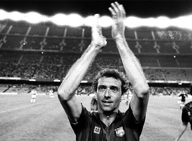 Quini se despidió en un homenaje en el Camp Nou aunque siguió jugando
