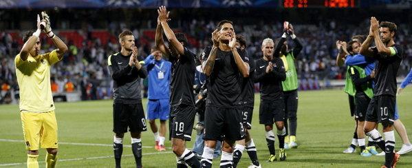 Con su victoria en Lyon la Real Sociedad tiene pie y medio en la fase de grupos de la Champions.