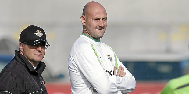 Roberto Rios is the right hand of Pepe Mel.
