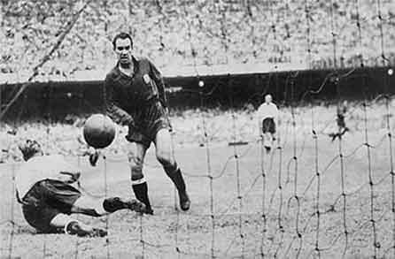 Zarra's goal to England in the World 1950 He made history