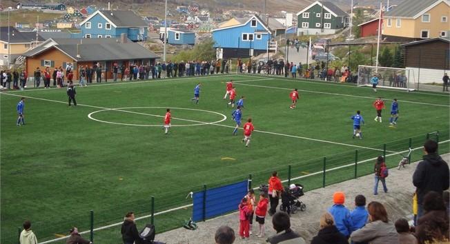 Salvo que las temperaturas bajen a 25º bajo cero, el reglamento groenlandés dice que el partido se tiene que disputar.