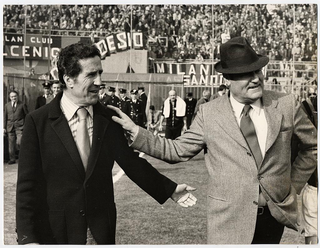 Casi nada, Helenio Herrera y Rocco con su famoso sombero debatiendo antes de un partido.