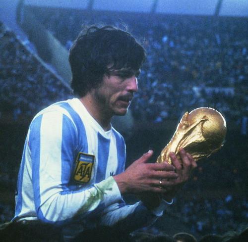 Passarella fue el hombre que recogió como capitán la copa del mundo de 1978.