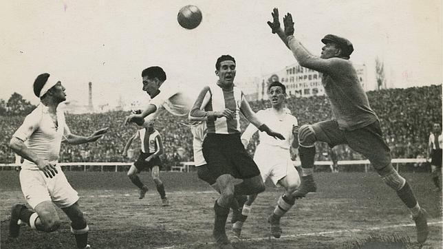 Zamora sí utilizaba ya guantes.