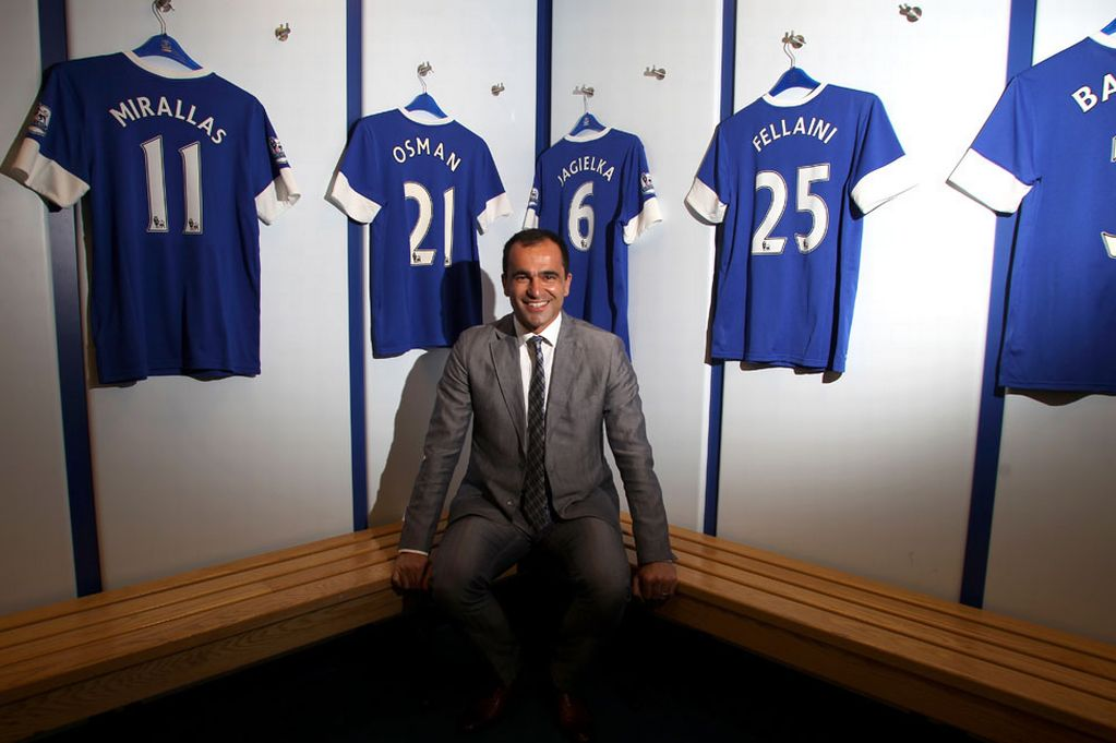 The Spanish Roberto Martinez Everton directs with a firm hand.