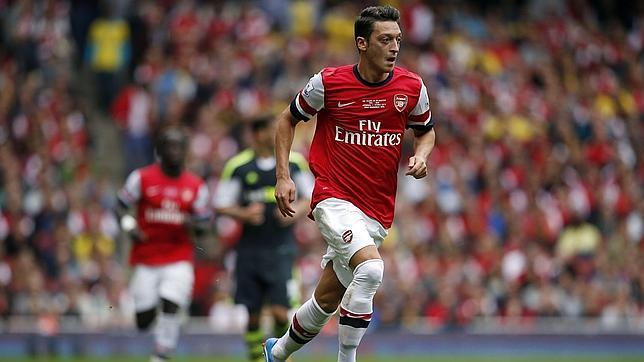 Mesut Ozil and Arsenal falls in love with his football talent.