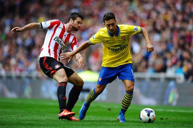 Ozil debutó con el Arsenal.