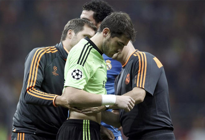 Casillas se lesionó en las costillas.
