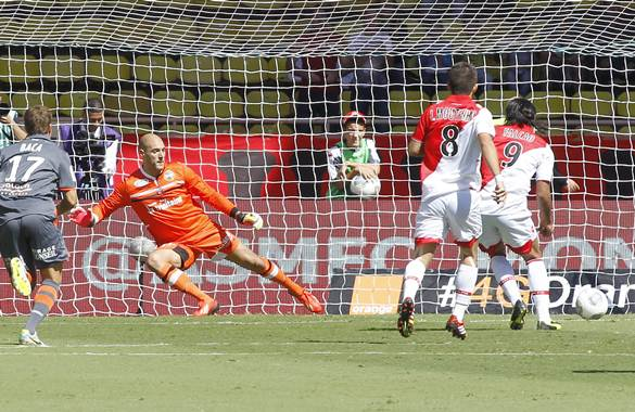 Falcao marcó de penalti ante el Lorient.