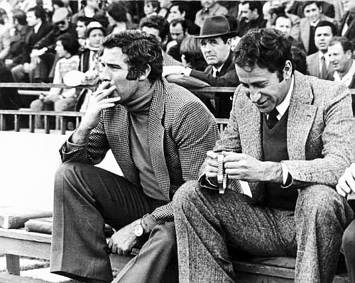 Luis Aragones smoked very assiduously on the bench.