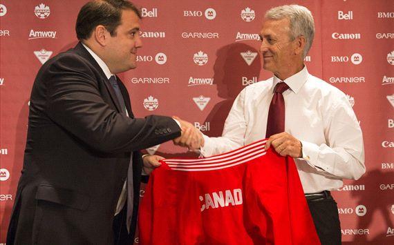 Benito Floro es el seleccionador canadiense.