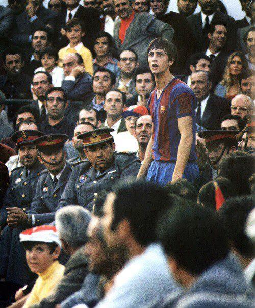 Johan Cruyff, uno de los mejores jugadores de la historia despuntó en Barcelona en los 70.