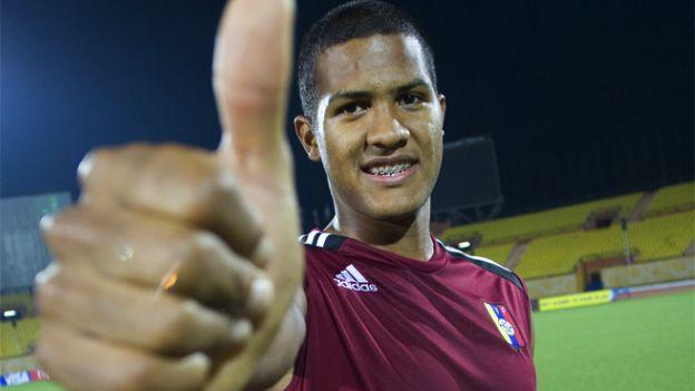 Salomón Rondón reúne las condiciones para ser el delantero del futuro.