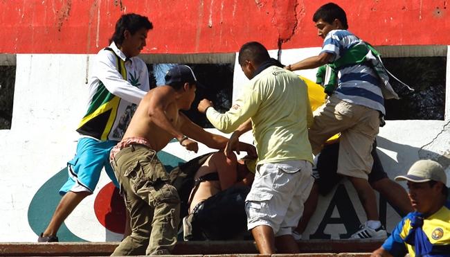 La inseguridad en los estadios mexicanos es uno de los puntos negros de su fútbol.