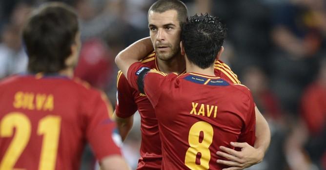 """Xavi y Negredo anotaron los goles en un flojo partido de la """"Roja""""."""