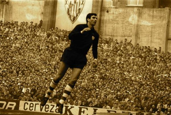 Iribar is an emblem of Athletic. Between 1983 Y 1985 He was head coach of the second team.