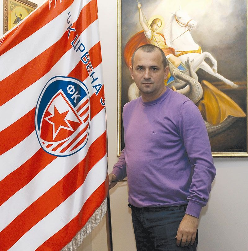 Lukić with the flag of the Red Star.