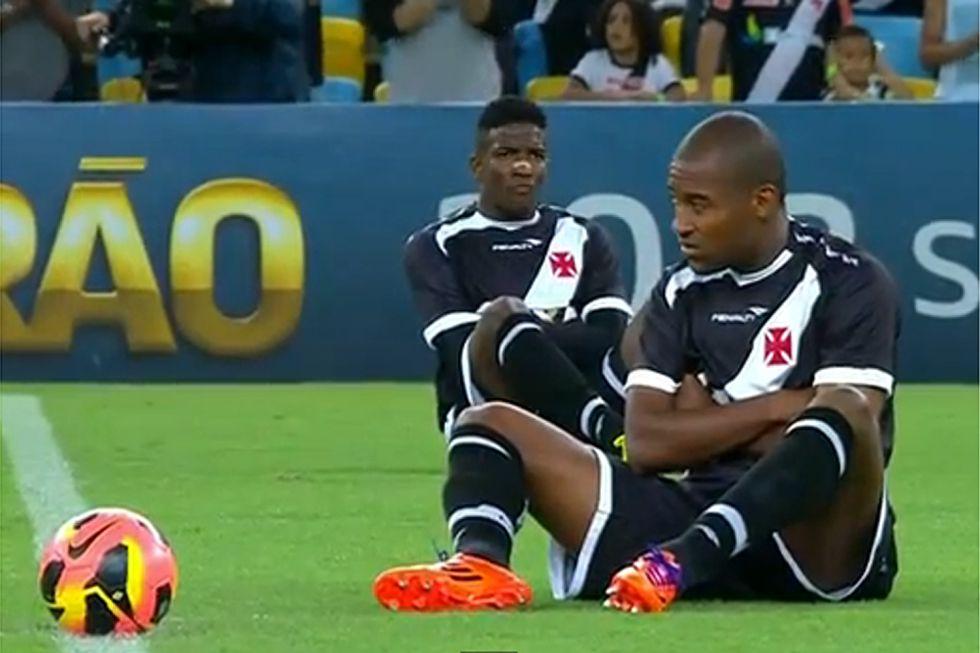 Reivindicaciones en el Vasco de Gama-Cruzeiro por la situación  del fútbol br