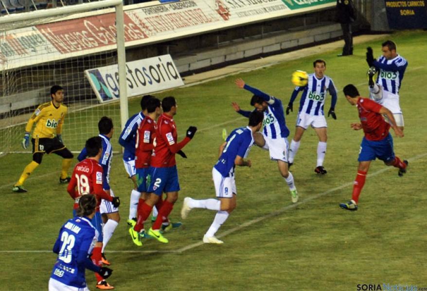 El Numancia le ganó la partida a la Poferradina.