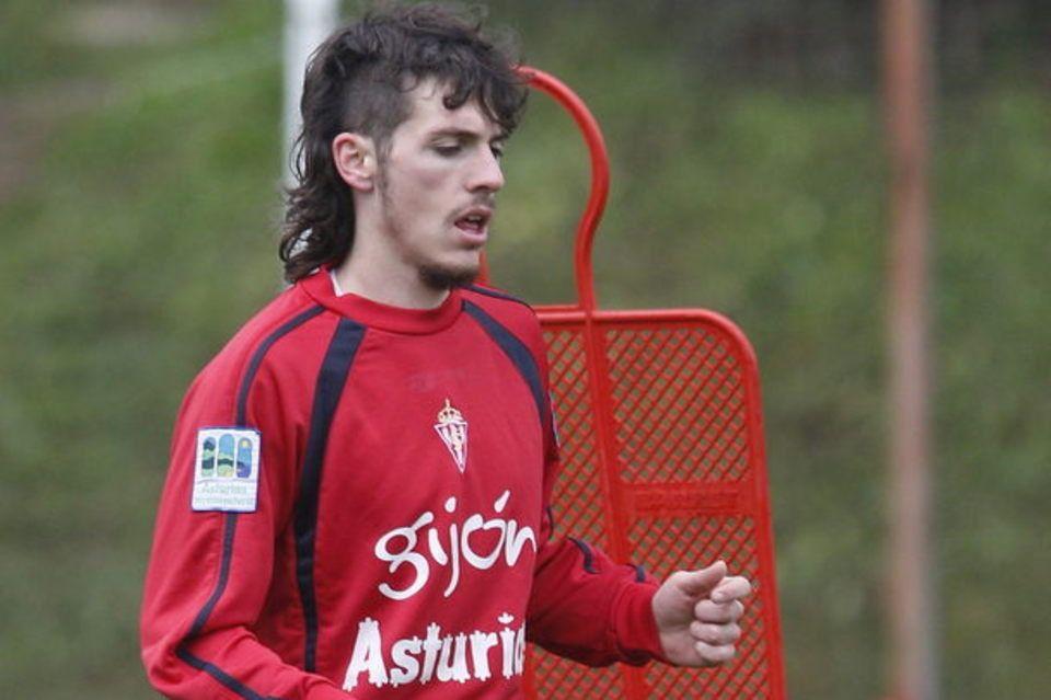 Poves entrenando en Mareo en su etapa en el Sporting de Gijón.