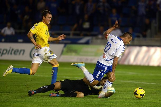 El Tenerife goleó a Las Palmas en el derbi canario.