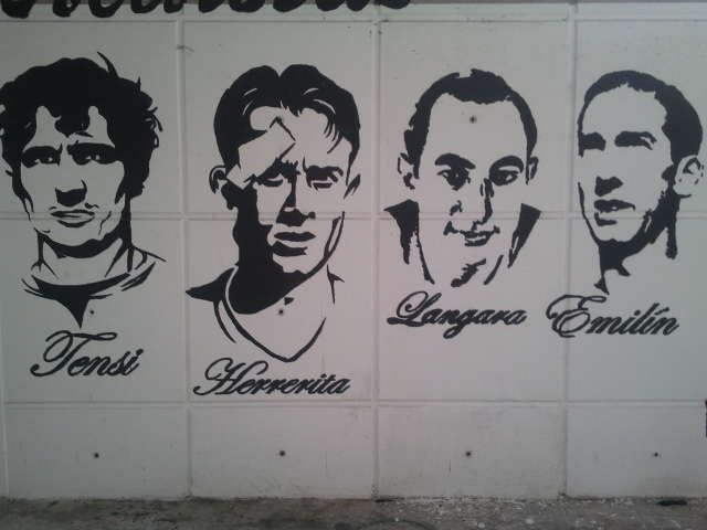The door 12 Carlos Tartiere reminiscent of some of the idols of the club.