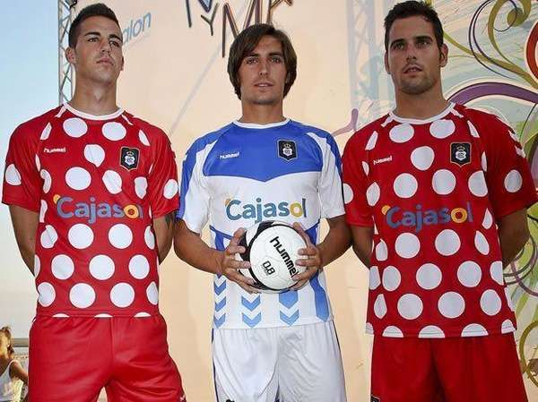 The second official uniform last season was far less representative of flamenco with those moles. Do we mark sevillanas?