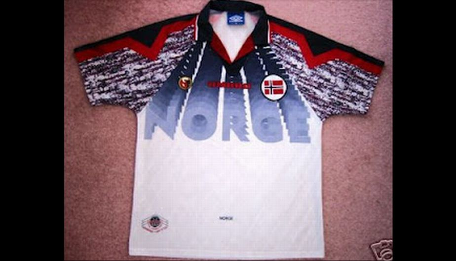 We do not know who would like the Nordic reflect this shirt of dubious aesthetic taste.