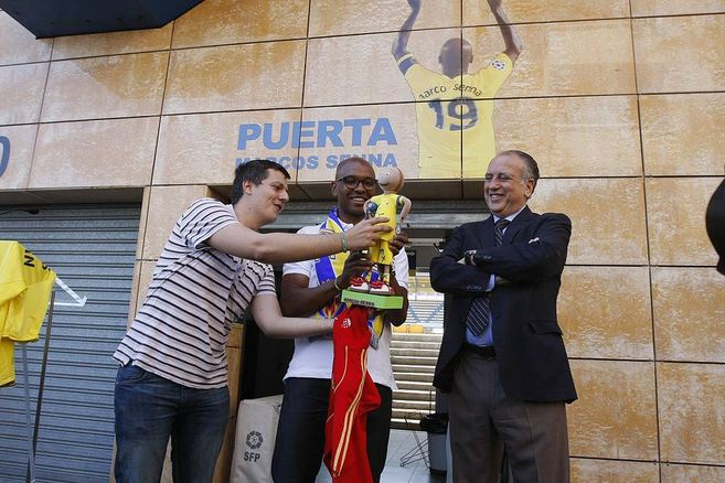 Fernando Roig paid tribute to Marcos Senna with a goal at.