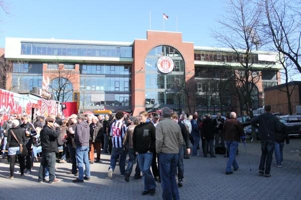 El estadio del St Pauli tiene unas afueras bastante modernas.