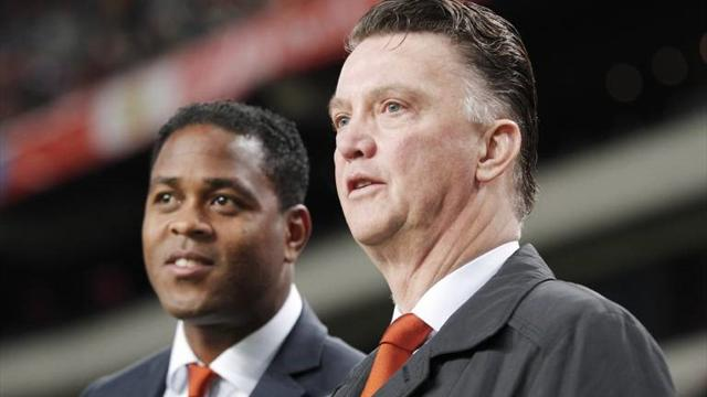 Van Gaal will lead the Netherlands in the World Cup and will have an assistant luxury, Kluivert.