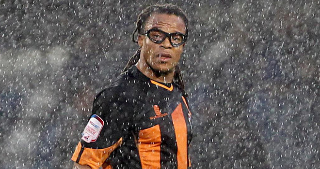 Edgar Davids retired in Barnet 40 years and made a bull.