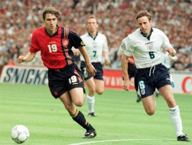 Julio Salinas in the match against England at Euro 1996.
