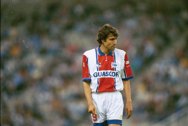 Salinas se retiró en el 2000 marcando goles en el Alavés. Foto: Juliosalinas.net