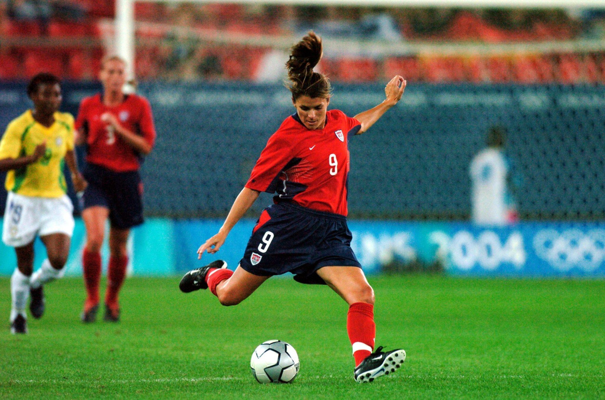 Mia Hamm, una leyenda del fútbol femenino.