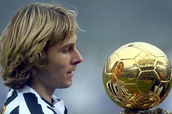 Pavel Nedved mit seinem Ballon d'Or 2003