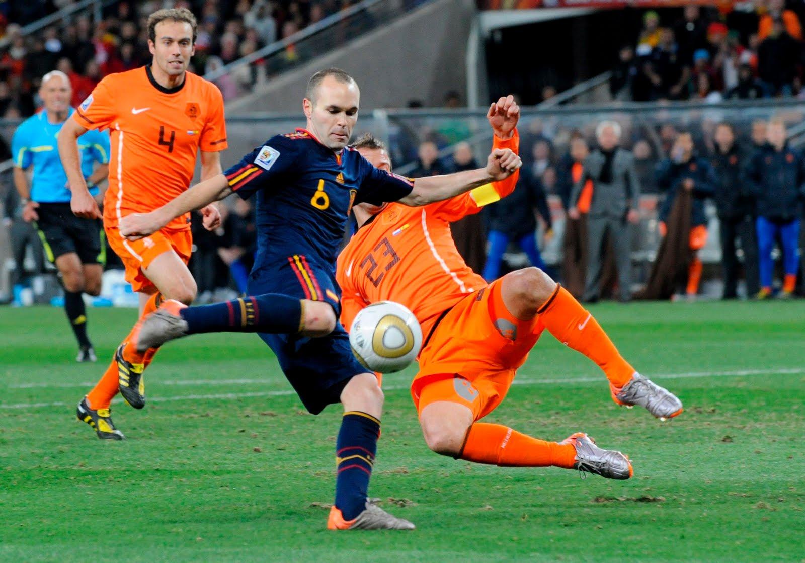 Spanien und Holland werden sich in Brasilien wieder treffen, diesmal jedoch in der ersten Phase.
