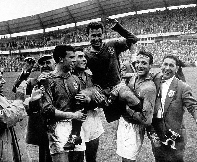 Just Fontaine was the top scorer of the World Cup with 13 goals.