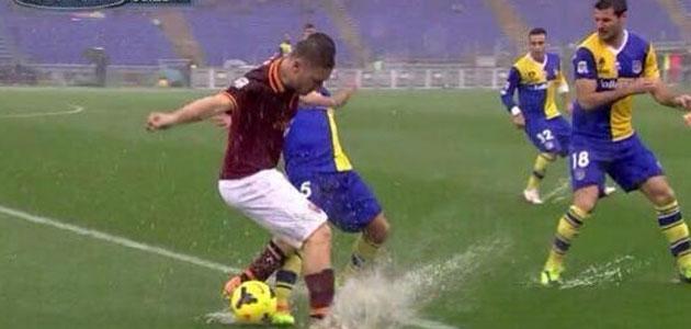 El Roma-Parma se interrumpió por la lluvia.