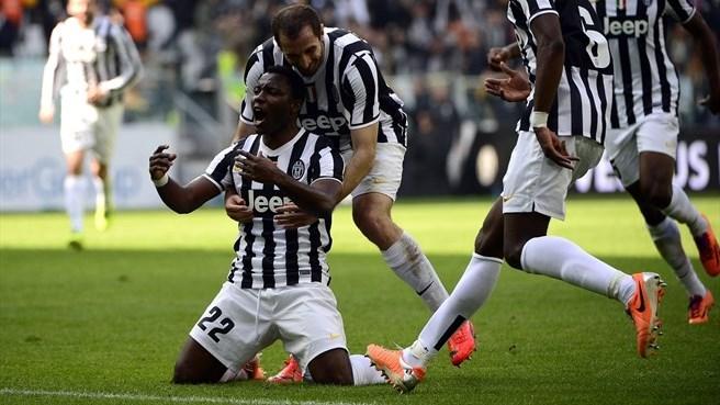 Asamoah guió a los juventinos a ganar a la Fiorentina.