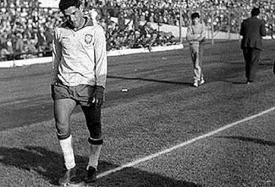 Garrincha tenía problemas en la columna y cojeaba ostensiblemente.