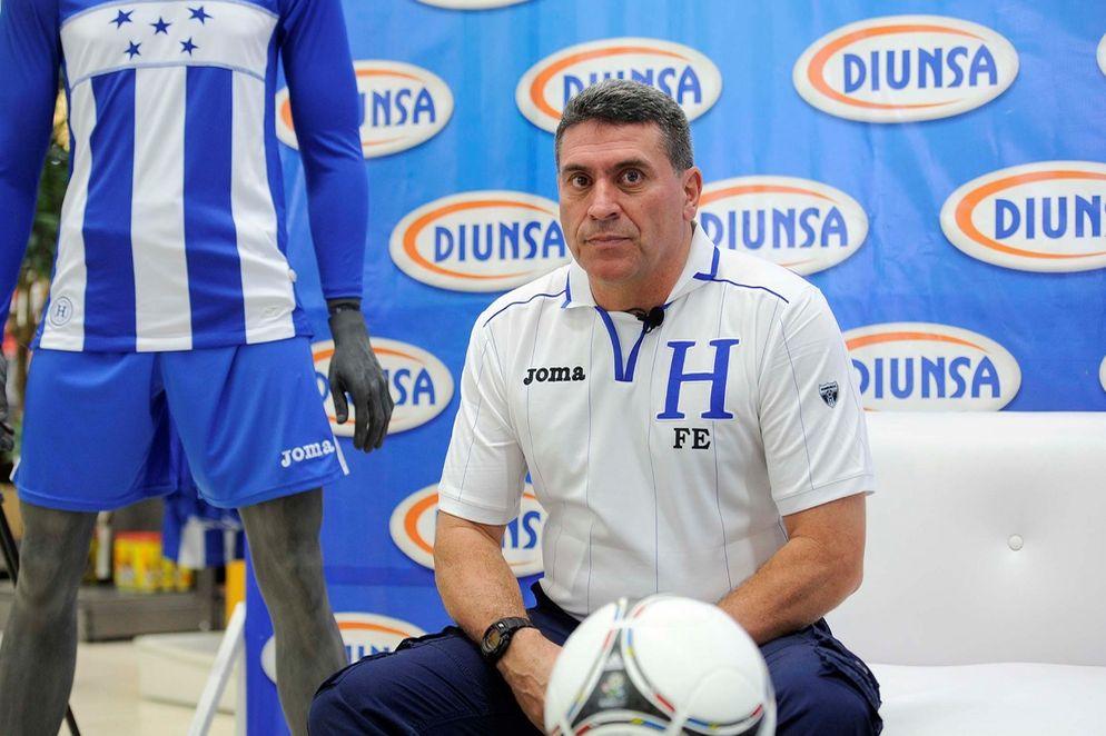 Otro colombiano más estará en un banquillo en Brasil 2014.