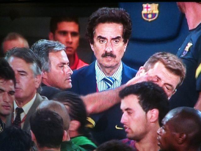 El famoso dedazo de Mourinho a Vilanova.