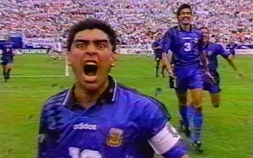 Maradona celebrated a goal against Greece with much euphoria. Tal vez demasiada a tenor de lo que sucedió después.