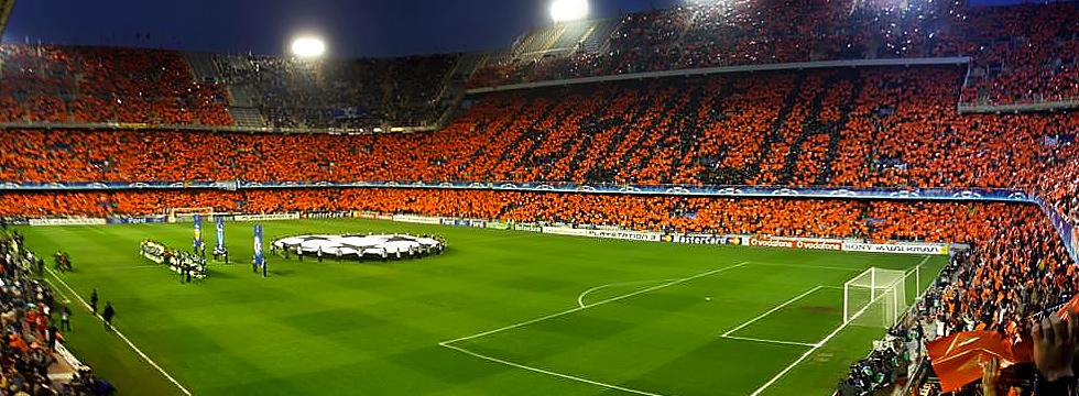 El naranja se ha apoderado de Mestalla en los últimos años.
