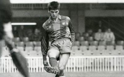 Su carrera empezó en el Barcelona B, donde estuvo entre 1988 y 1990.