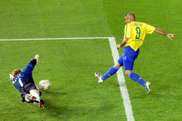 Ronaldo le marcó dos goles a Kahn en el duelo final.