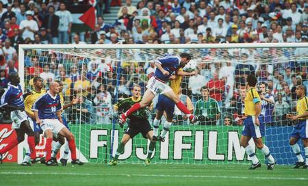 Zidane solventó la final con dos tantos de cabeza.