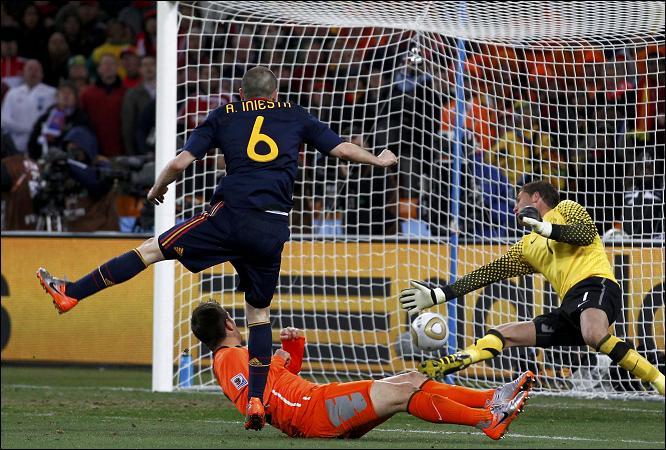 Iniesta marcó el gol más importante de su vida y de España.